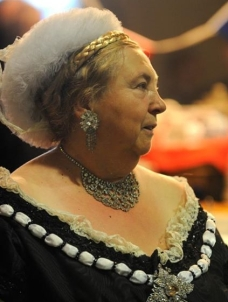Tina as Queen Victoria facing R